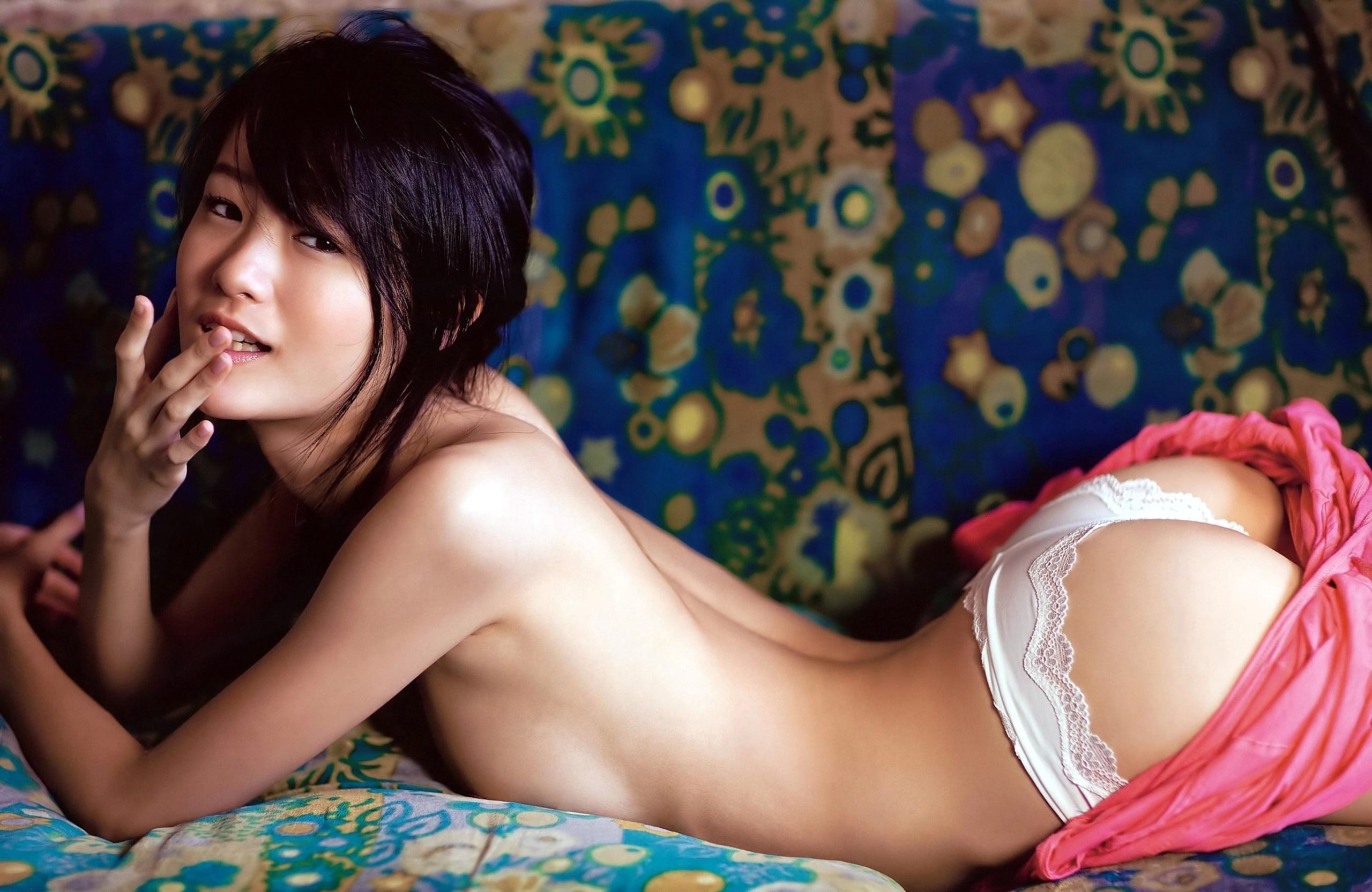 Фото китаянки в трусиках, видео девушка засунула пальцы в член
