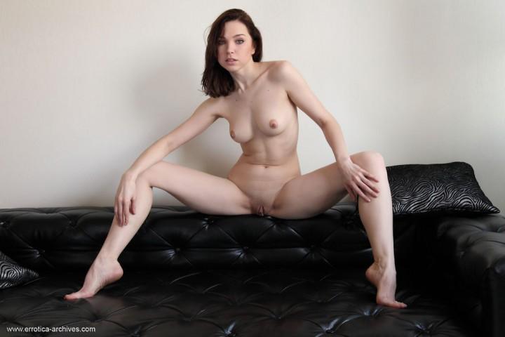 Sexy Brunette Oliviana in Malista
