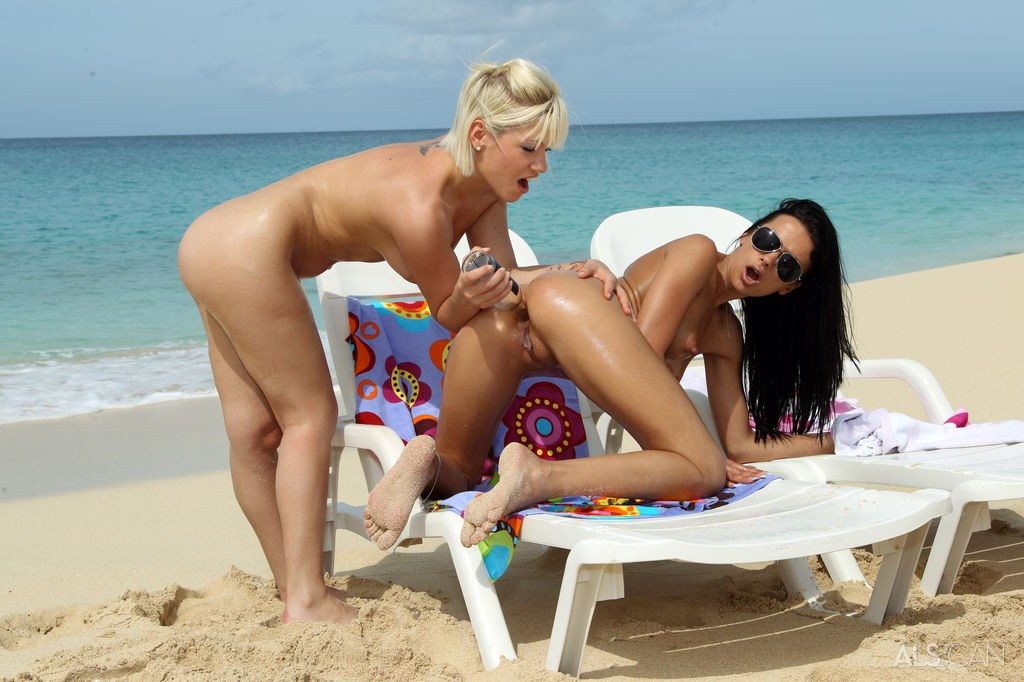Bibi Noel and Shalina Devine Toying Pussy on the Beach