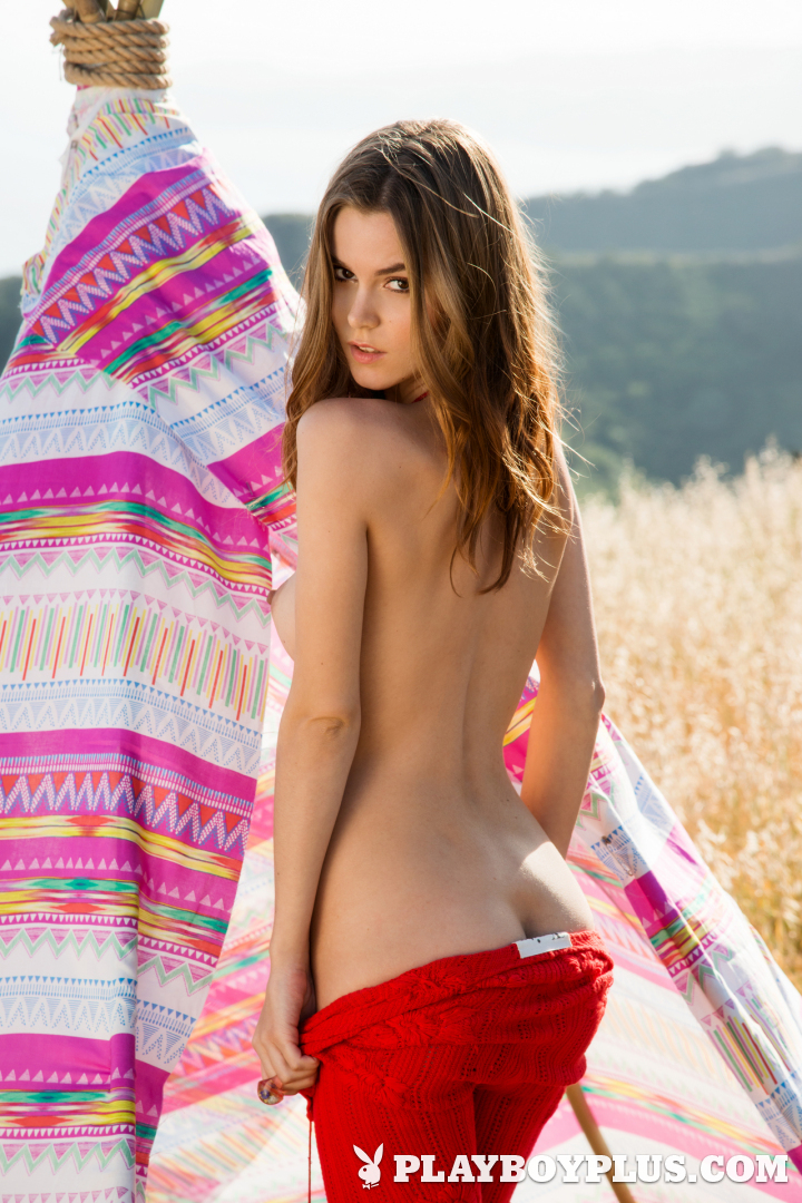 Hot Amberleigh West in Natural Woman