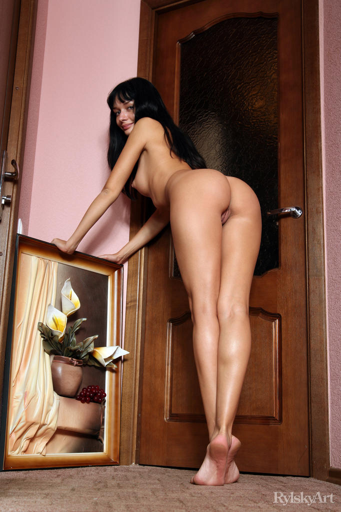 Hot Brunette Katia Mau in Tiis