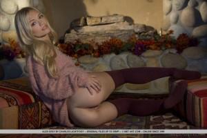 Sexy Blonde Alex Grey Show her sexy ass