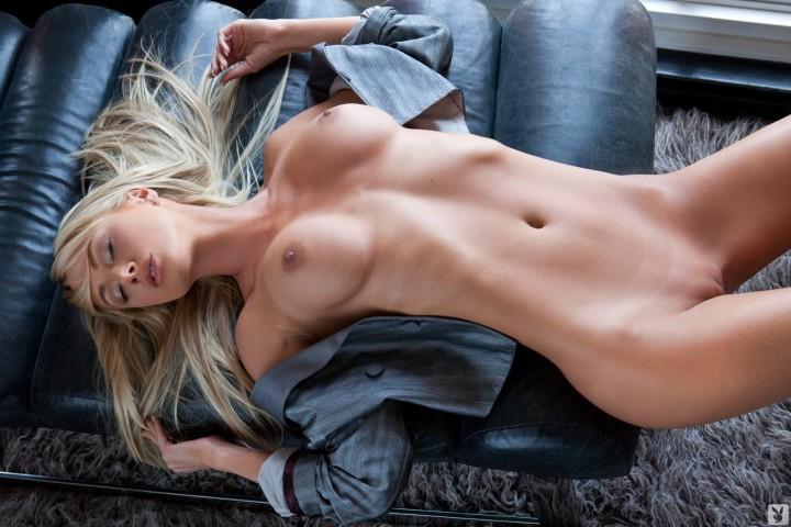 Sexy Blonde Sara Jean Underwood