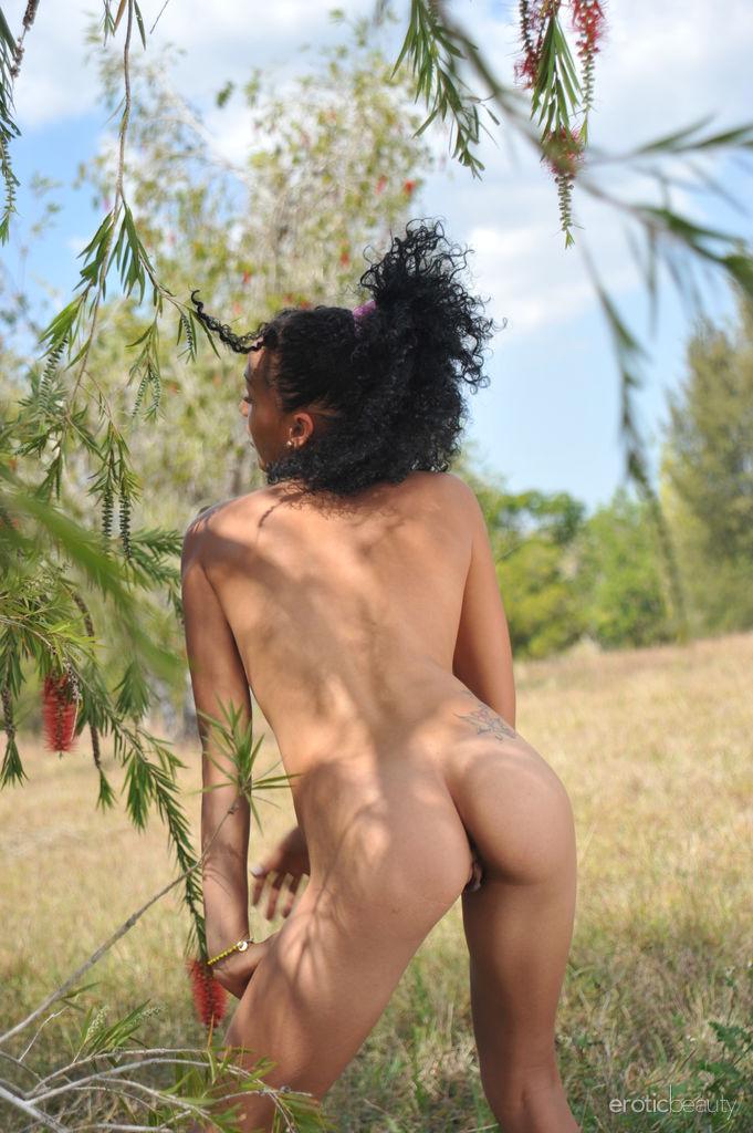 Presenting Hot Amateur Brunette Vanessa L